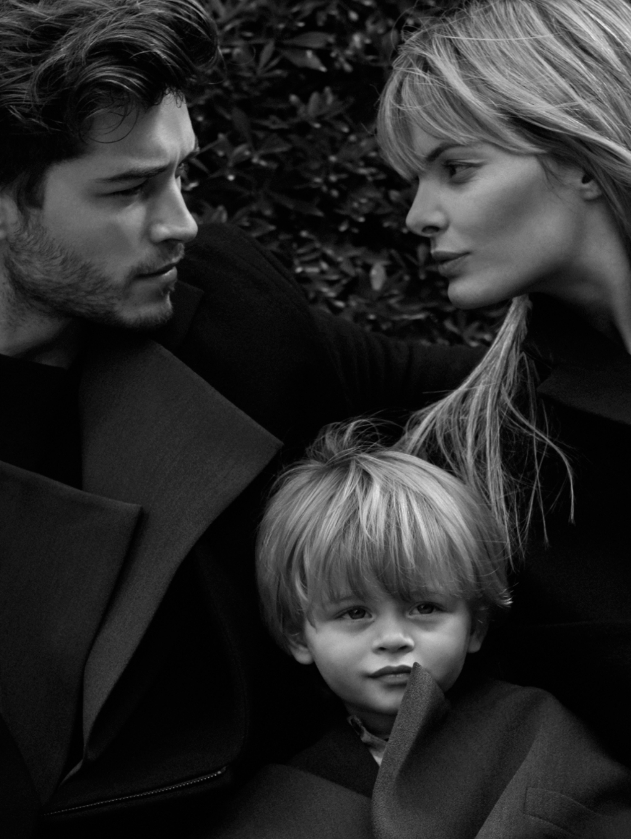 Francisco Lachowski & His Family Pose for MYKROMAG Editorial ...