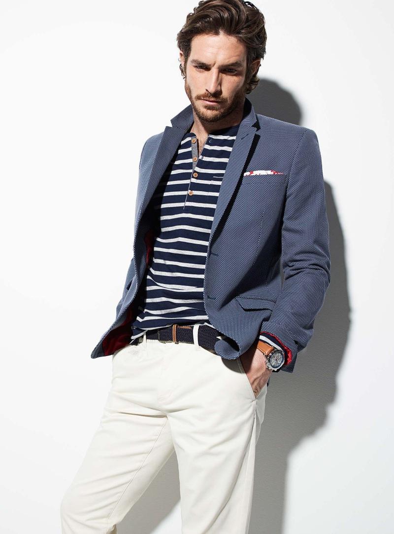 紺バーズアイテーラードジャケット×紺白ボーダーヘンリーネックTシャツ×白パンツ
